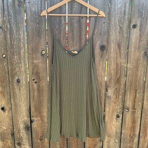 Flouncy forest green dress, Silence & Noise, M